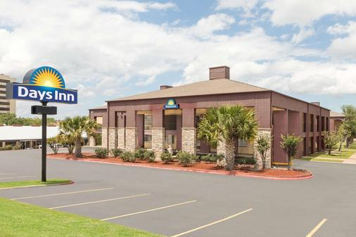 Days Inn by Wyndham College Station University Drive - College Station - Building