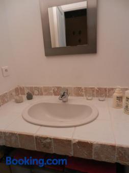 La Fenière Aux Hirondelles - Orange - Bathroom