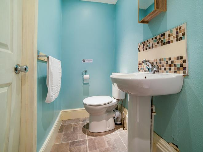 OYO Diamonds Villa - York - Bathroom
