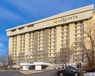 La Quinta Inn & Suites by Wyndham Springfield MA - Springfield - Building
