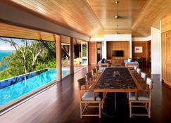كواليا - جزيرة هاميلتون - غرفة طعام