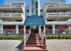 蓬扎公寓式酒店 - 利尼亞諾薩比亞多羅 - 建築