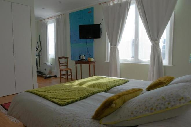 Maison Az Hotel - Brussels - Bedroom