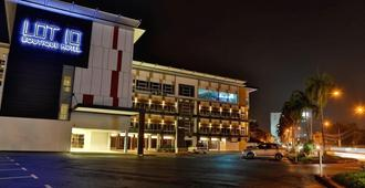 Lot 10 Boutique Hotel Kuching - Kuching - Toà nhà