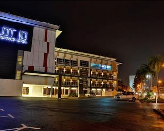 Lot 10 Boutique Hotel Kuching - Kuching - Building