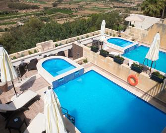 D Golden Valley - Xagħra - Басейн