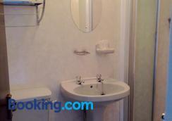 Myrtle House - Blackpool - Bathroom