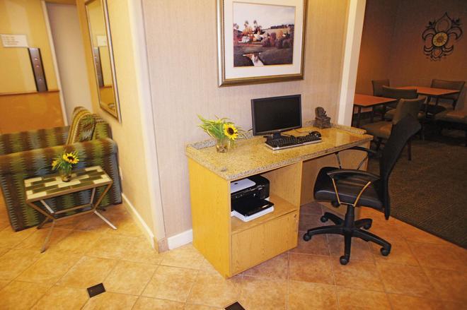 La Quinta Inn & Suites by Wyndham Jackson - Jackson - Business centre
