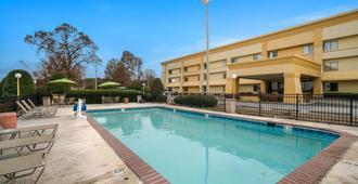 La Quinta Inn & Suites by Wyndham Jackson - Jackson - Pool