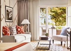 Puente Romano Beach Resort - Marbella - Living room