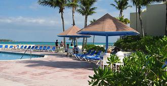 Bluegreen Bluewater Resort At Cable Beach - Nassau - Pool