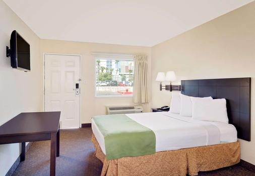 Howard Johnson by Wyndham Las Vegas near the Strip - Las Vegas - Bedroom
