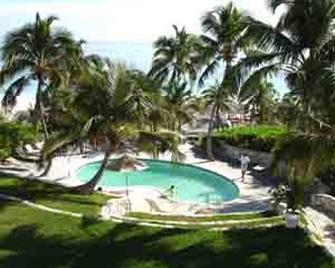 Coral Sands Hotel - Dunmore Town - Басейн