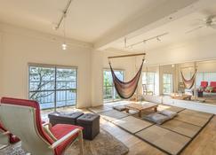 Sakura Beach Garden - Hiji - Wohnzimmer