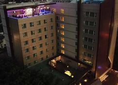 Hotel Ayola Lippo Cikarang - Cikarang - Building