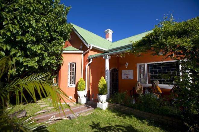 33 South Backpackers - Cape Town - Building