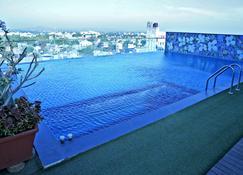 Hotel Vrishali Executive - Kolhāpur - Pool