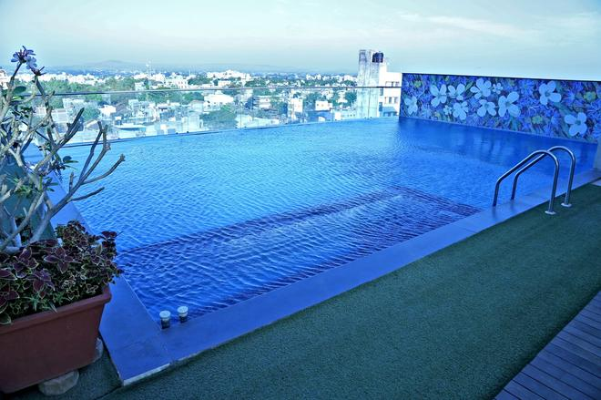 Hotel Vrishali Executive - Kolhāpur - Pool