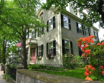 Delano Homestead Bed & Breakfast - Fairhaven - Building