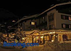 Hotel Jagdhaus Monzabon - Lech am Arlberg - Building