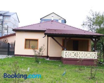 La Mihai - Lupeni (Hunedoara) - Building