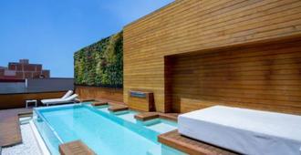 ويل آند كوم بوتيك هوتل - برشلونة - حوض السباحة