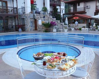 Mervehan Residence Hotel - Akyaka - Pool