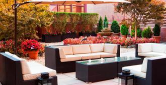 Sheraton LaGuardia East Hotel - Queens - Patio