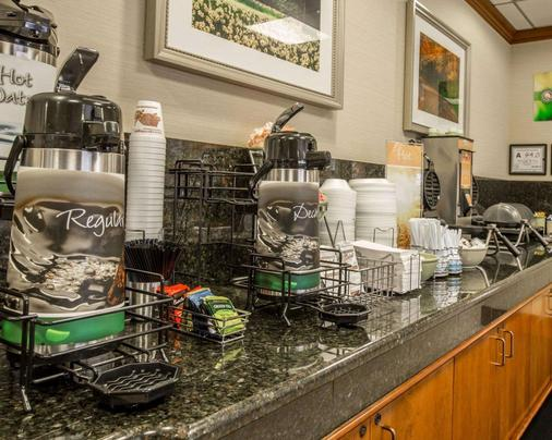 Quality Inn & Suites Biltmore East - Asheville - Buffet