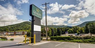 Quality Inn & Suites Biltmore East - Asheville - Edificio