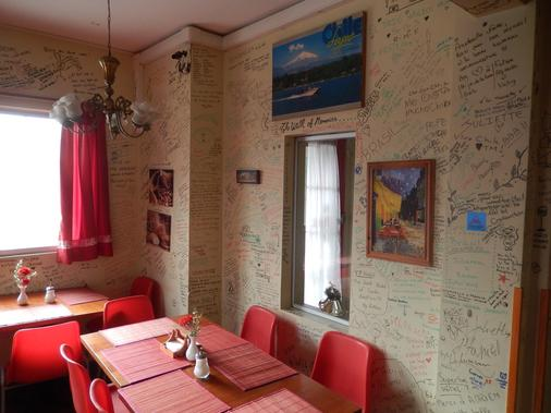 Travellers Place Hostel - Santiago - Restaurant