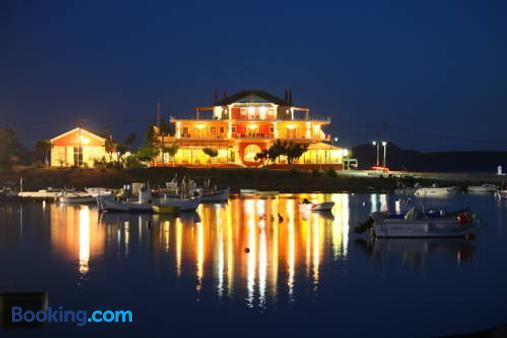 Faros Luxury Suites - Marathopolis - Building