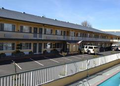 Best Western Town House Lodge - Modesto - Building