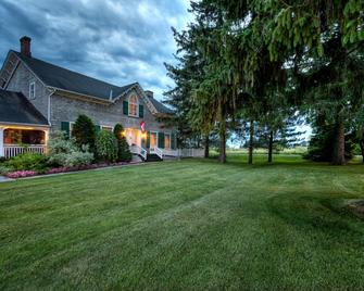 The Waring House - Picton - Outdoor view