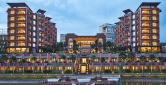Aston Sentul Lake Resort & Conference Center - Babakan Madang - Gebäude