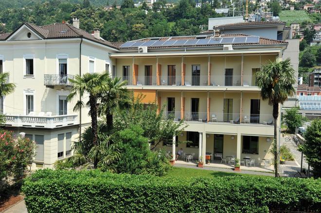 Locarno Youth Hostel - Locarno - Κτίριο