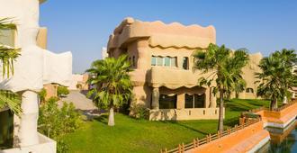 Stone Age village Resort - אל חובר - בניין