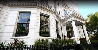 Strathmore Hotel - London - Building