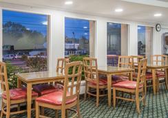 Super 8 by Wyndham W Yarmouth Hyannis/Cape Cod - West Yarmouth - Restaurant