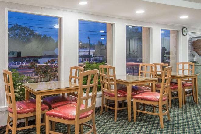 西雅茅斯海恩尼斯/科德角速 8 酒店 - 西雅茅斯 - 西茅斯 - 餐廳