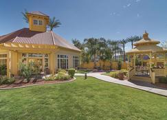 La Quinta Inn & Suites by Wyndham Phoenix Mesa West - Mesa - Rakennus