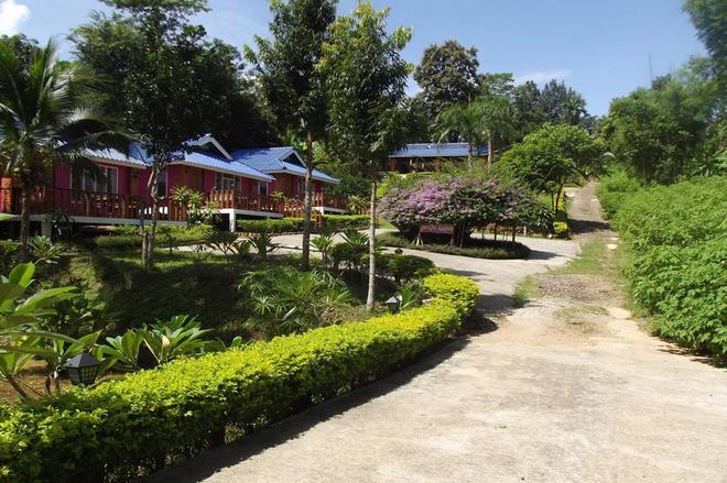 Phuchomjan Resort - Mae Hong Son - Outdoors view