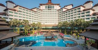 Sedona Hotel Yangon - Yangon - Bể bơi