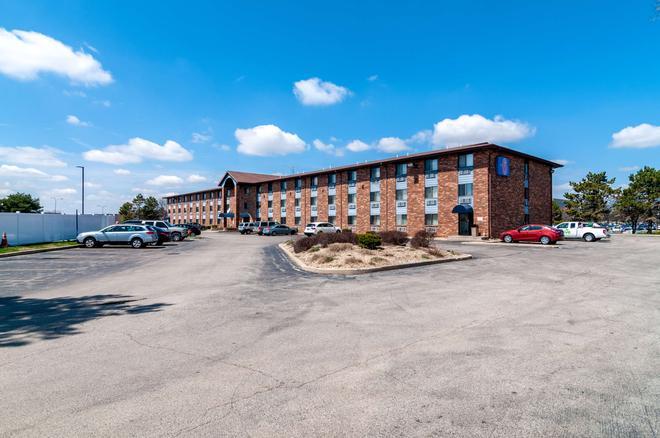 Motel 6 Naperville, IL - Naperville - Building