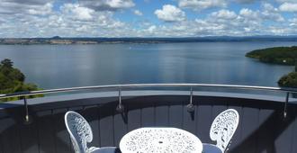 Serenity On Wakeman - Taupo - Balcony