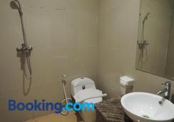 Hotel 55 - North Jakarta - Phòng tắm