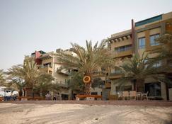 Royal Chalet - Al Khiran - Gebouw