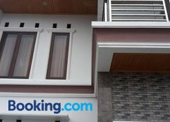 Toraja Lodge Hotel - Tana Toraja - Building
