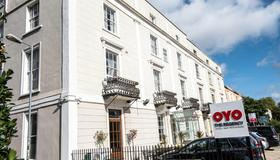 OYO Flagship The Regency - Bristol - Building
