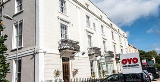 OYO Flagship The Regency - Bristol - Bygning